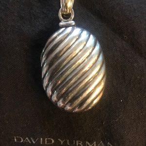 Yurman sculpted cable locket